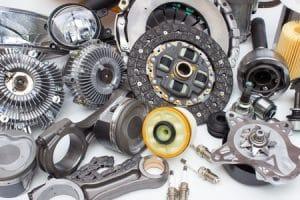 Groupe de pièces de moteur automobile isolé