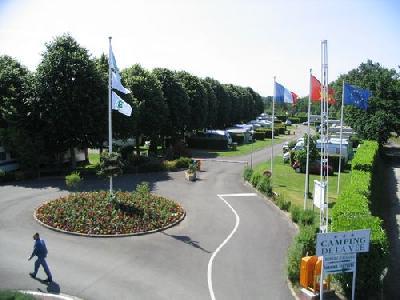 Location caravane REFAIT A NEUF pour Cure sur Camping Municipal
