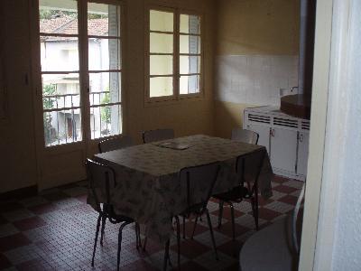 Echange ou vend maison de ville ds village médiéval du sud cantal