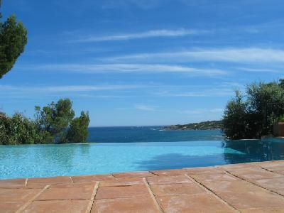 Appartement dans un mas provençal avec piscine