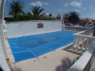 Jolie maison au canal empuriabrava avec piscine 4x8 m for Piscine 4x8