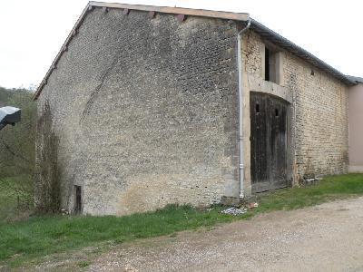 ensemble immobilier comprenant une maison et une grange