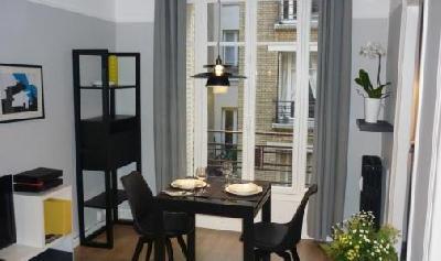 Très beau Studio meublé de 28 m² au 2ème étage avec ascenseur