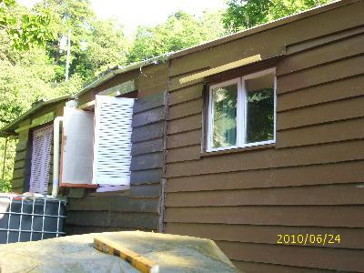 terrain de loisir NC avec grand bungalow en bois de 45 m2