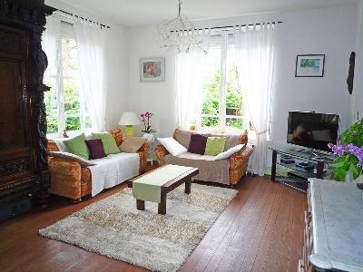 A louer sur Millau 7 pièces, 200 m² BeatriceDias@hotmail.fr