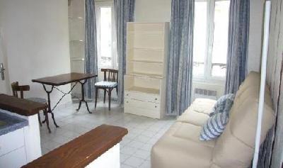 Beau studio meublé d'environ 20 m²
