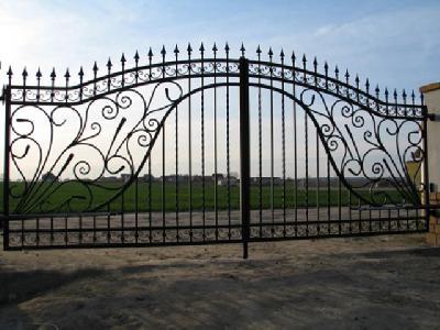 Portails portillon cl tures pergolas meubles en fer for Petit portail en fer forge