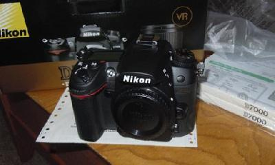 WTS Brand New:: Nikon D90 12MP DSLR Camera+18-135mm Lens, Canon E