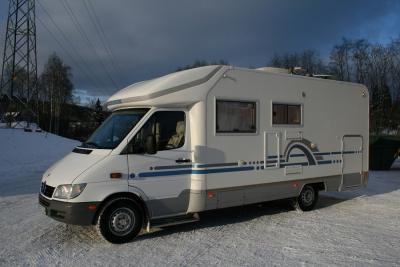 petite annonce camping car camping car adria 670 sp porteur mercedes benz 2000. Black Bedroom Furniture Sets. Home Design Ideas