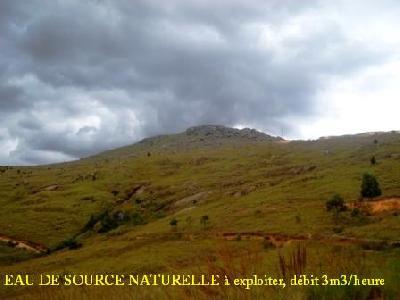 A MADAGASCAR! Magnifique terrain de 9ha + source naturelle à exploiter à