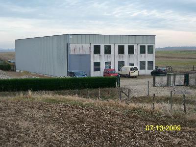 Batiment industriel avec parking cloturé et clos