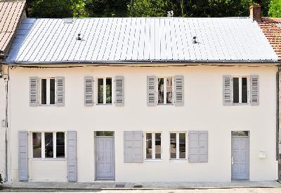 Maison rénovée avec terrasse sur rivière