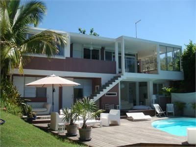 Villa contemporaine annonce immo location maison classique for Maison classique contemporaine