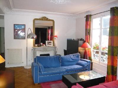l' Appartement de 100 m² environ au 3ème étage avec ascenseur