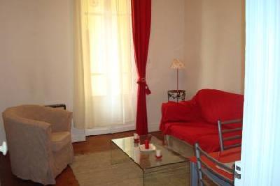 beau F2 meublé et équipé balcon