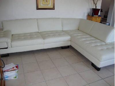 canap d 39 angle blanc cuir center annonces gratuites mobilier. Black Bedroom Furniture Sets. Home Design Ideas