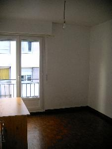vends appartement F2 libre de suite