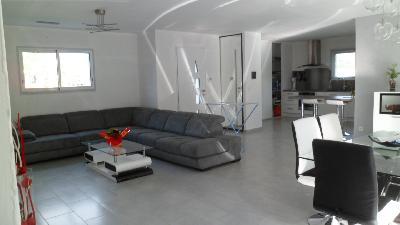Maison contemporaine neuve de 150m2 sur 600m2 terrain for Maison contemporaine 150m2
