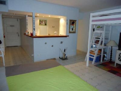 Appartement 1 pièce 42 m2 à Saint Denis?
