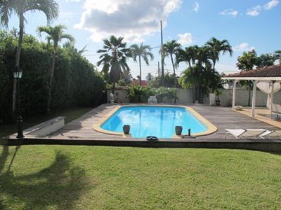 Villa F6 de grand standing avec piscine
