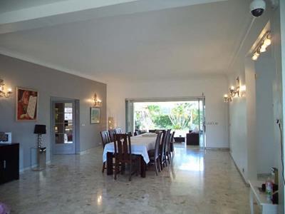 Villa 5 pièces 334 m2?