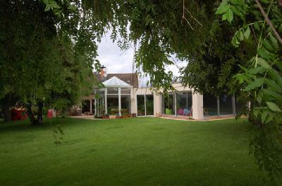 Maison Villa 9Pièces  - R+1  a un prix cadeau à un pas de la Suisse.
