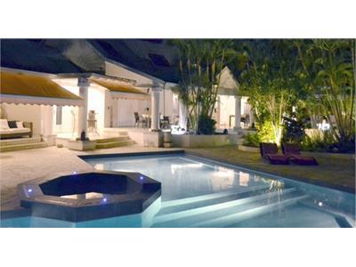 Maison F6 de 610 m²