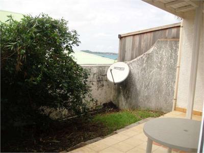 T2 meublé avec terrasse-jardin et vue mer