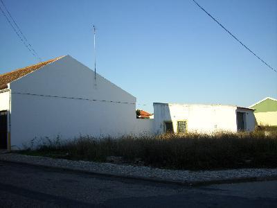 VENDS TERRAIN DE 750M2 AVEC GRAND GARAGE A ERMIDAS SADO/PORTUGAL