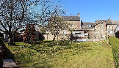 3 Maisons en pierre possibilité longère dans cour avec jardin