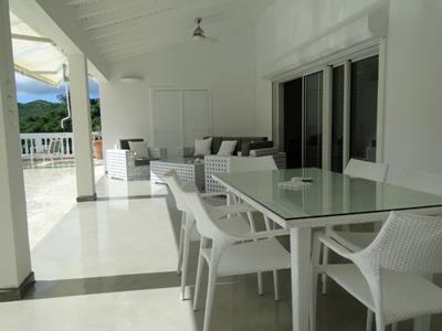 Belle villa 4 Chambres, piscine et jardin tropical