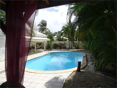 Maison T4 de 108 m² Terrain de 660m2 avec piscine
