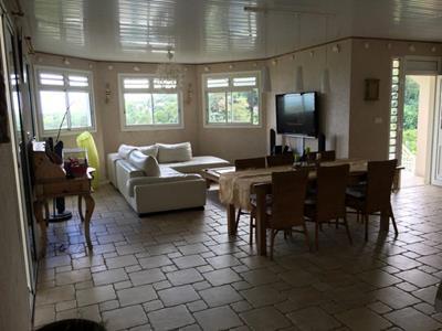 Villa d'exception F7 spacieuse avec vue magnifique sur mer et Caravelle