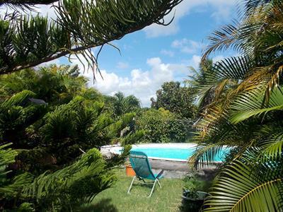 Villa f4 , 176m² sur terrain arboré de 680m² avec piscine