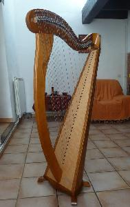 Harpe Melusine de concert finition merisier