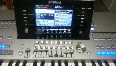 Yamaha Tyr 5 61 touches Prof Entertainer Keyboard