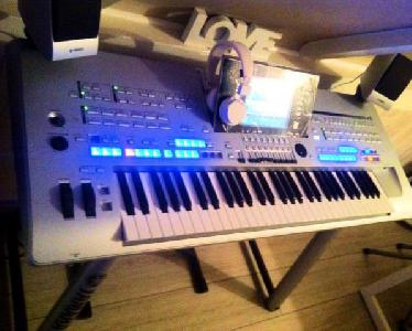 Clavier Yamaha Tyros 4 +HD+SONO version pack