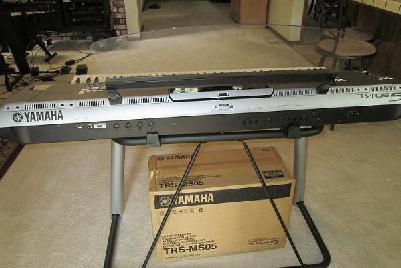 Yamaha Tyros 5 76 touches,  clavier,  Stand & Speaker System