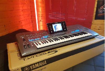 TYROS 5 YAMAHA 61 NOTES + Flight Case,