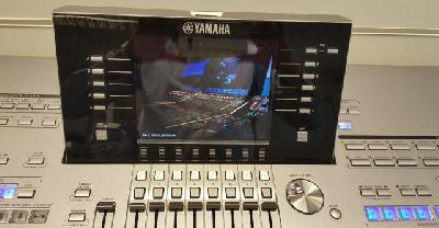 Yamaha Tyros 5 - 61 touches