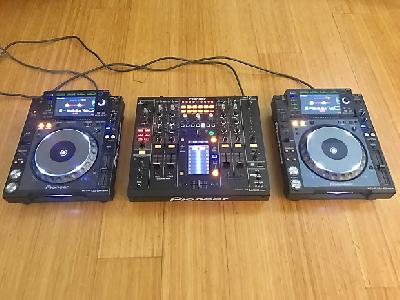 2 x Pioneer cdj 2000 nexus + table djm 2000 nexus