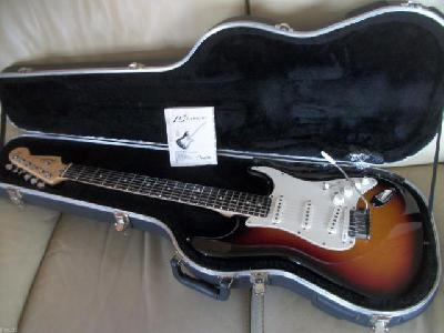 FENDER-VG-stratocaster-COLLECTOR-su