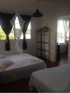Appartement T4 dans maison à Grande Anse. Vue Caraïbe, plage à 70 m.