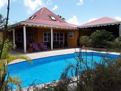 Villa de type F4 avec piscine