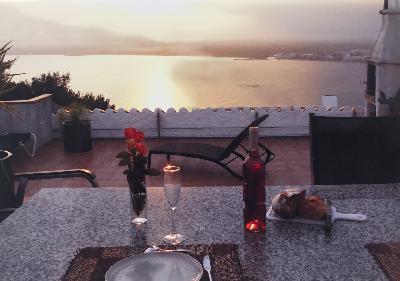 Belle maison avec très grande terrasse vue magnifique mer Rosas