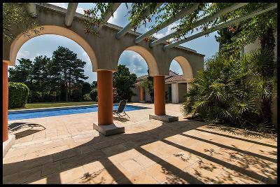 Maison 210 m2 avec logement indépendant et piscine