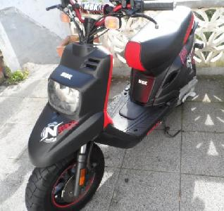 Scooter  MBK stunt  Rouge blan