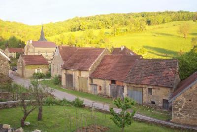 Belle maison de village, vue magnifique, idéal rés. secondaire. jeune couple.