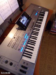 Yamaha Tyros 5 clavier arrangeur 76 touches