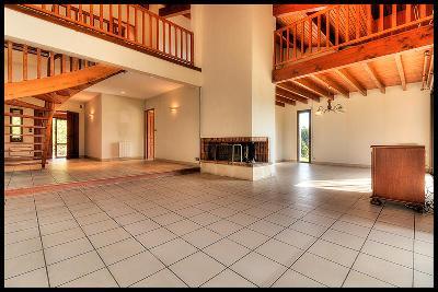 Maison 4 chambres + bureau, 243 m2 avec piscine
